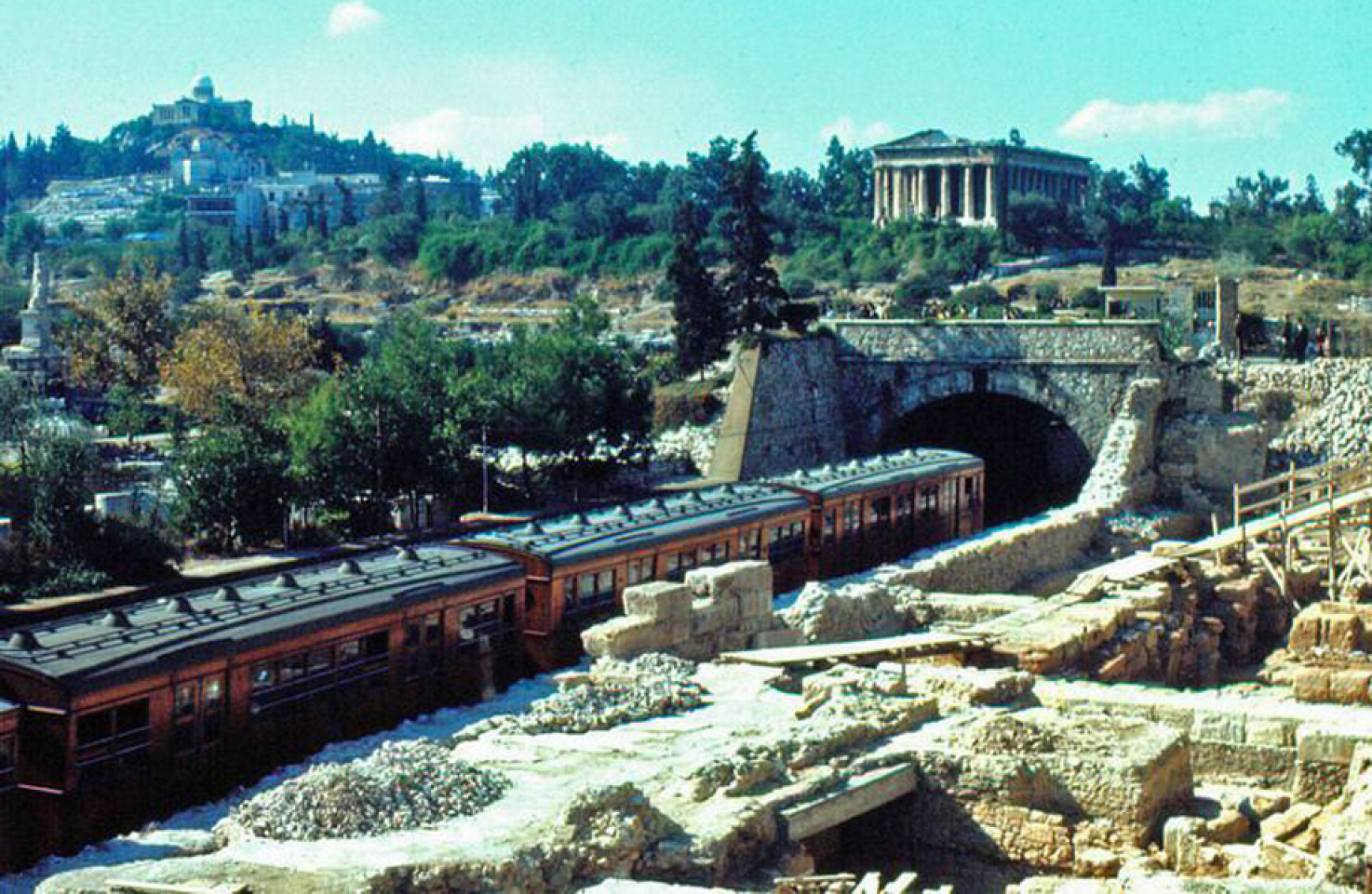Πως ήταν η Αθήνα την δεκαετία του 1970 – Οι πιο όμορφες στιγμές μιας άλλης εποχής που δεν υπάρχει πια